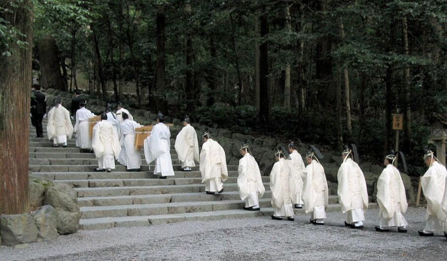 伊勢神宮の参拝者数は年間「1000万人」2位の明治神宮でも「300万人」