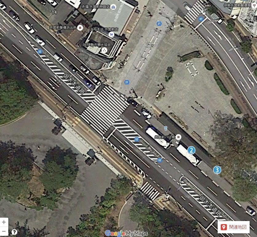 外宮入口に向かって左手にバス乗り場があり、「2番乗り場」から内宮へのバスが出ています。