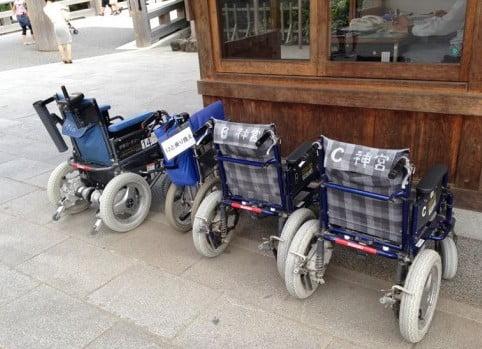 伊勢神宮でレンタルできる車椅子は通常の車椅子よりもタイヤが太い