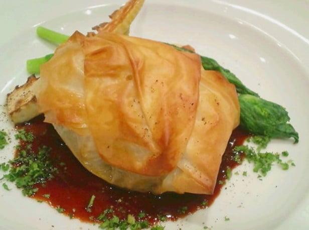 ほほ肉のワイン煮込み(2,625円)やランプ肉のカルパッチョ(2,100円)