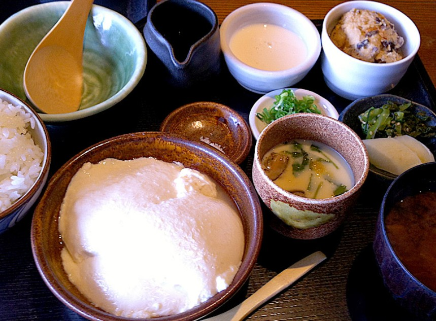 季節の素材を練りこんだ豆腐が楽しめる、「季節豆腐膳」