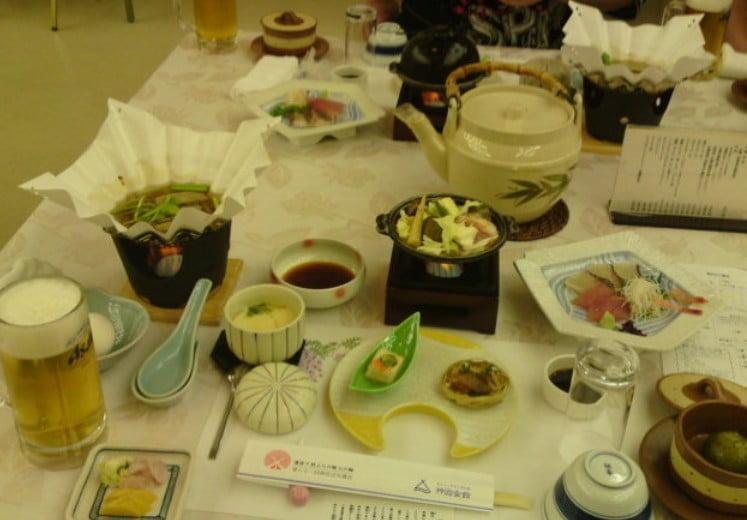 神宮会館・夕食の会席料理は、旬の素材を存分に楽しめる他、「伊勢海老」や「アワビ」の付いたコースもあります。