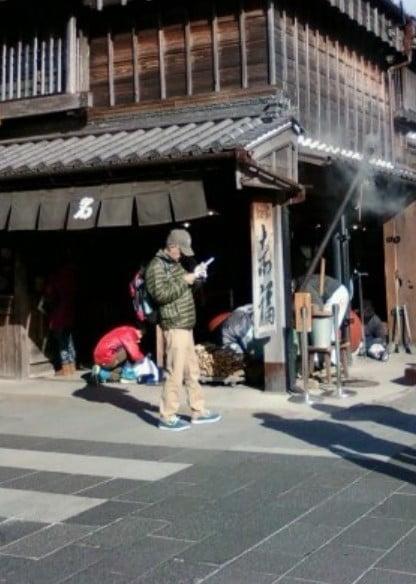 五十鈴川駅からはおかげ横丁まで徒歩で歩いて行くこともできる