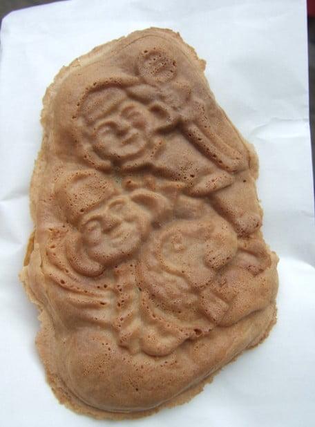 恵比寿大黒を型どった人形焼き、その名も「横丁焼き」