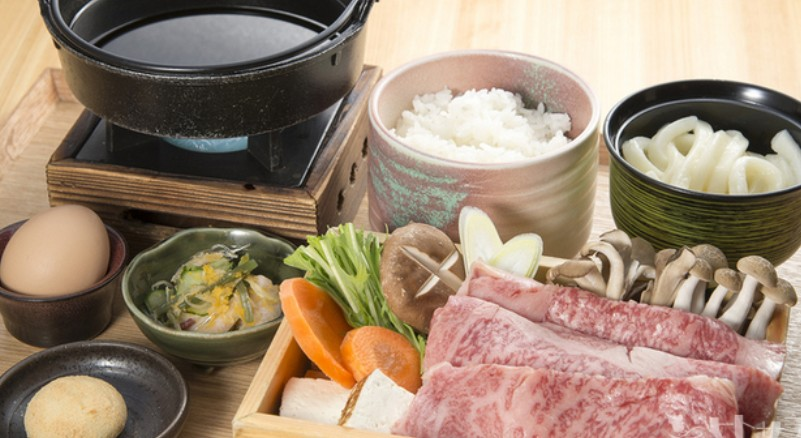 松坂牛のすき焼き定食は、梅コースが3,500円