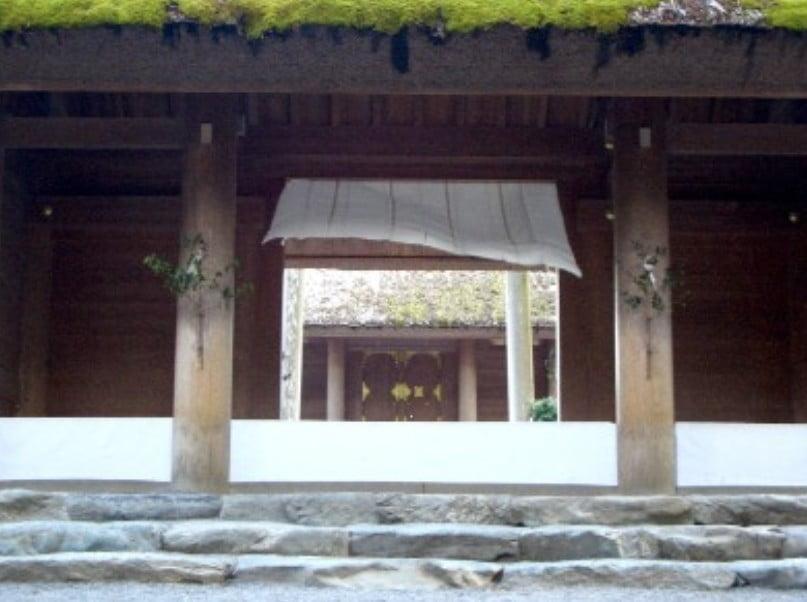 伊勢神宮の「とある白い布」とは「御幌(みとばり)」のことを指し示しめすと言います。