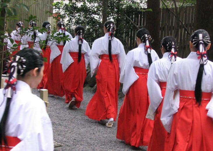 伊勢神宮の「舞女」から神職になれる道も用意されている