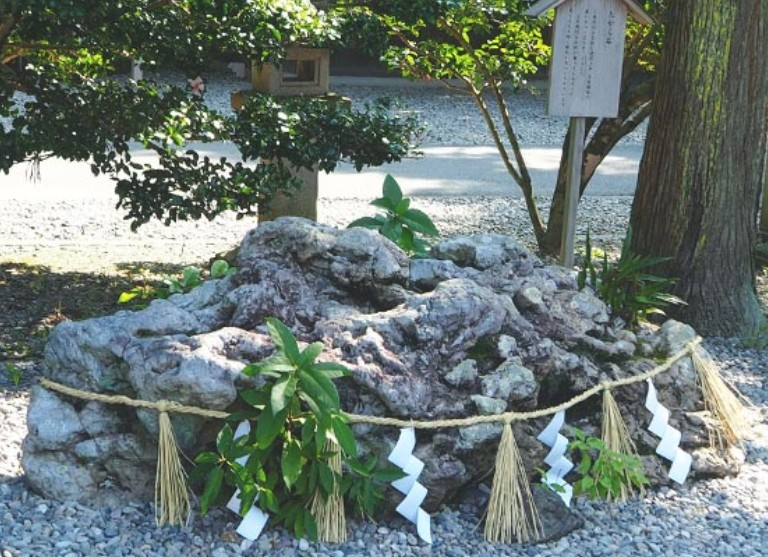 伊勢・猿田彦神社のパワースポット【その3】「たから石」