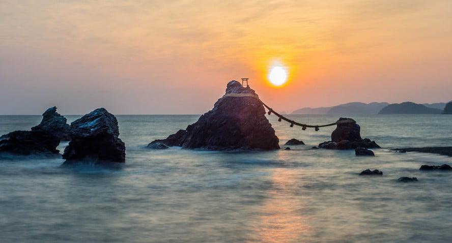 二見興玉神社のパワースポット【その2】「夫婦岩の間から見る日の出」