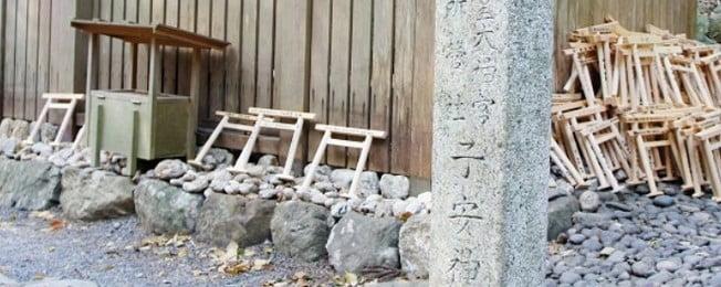 子安神社の周囲に置かれている小さな鳥居は何??