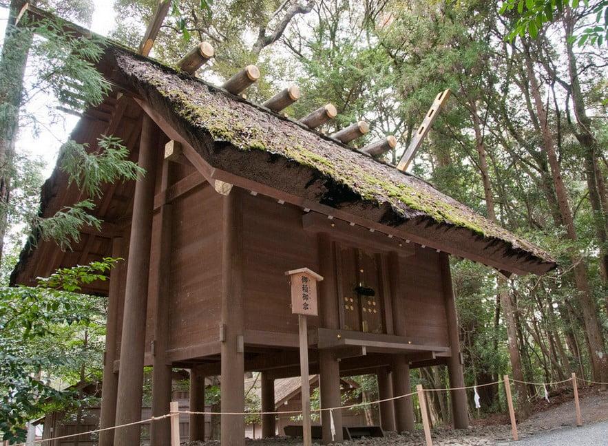 伊勢神宮(-JINGU-)◆ 御稲御倉(MISINE-NO-MIKURA)