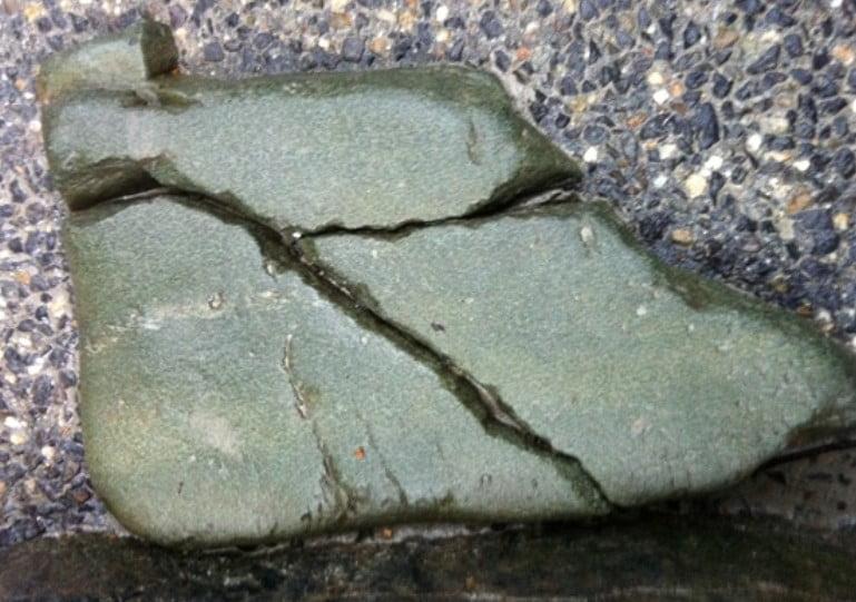 15段から16段目くらいの階段の真ん中に「天」の文字が記された石があって、その石を踏んしまうと、悪いことが起こる