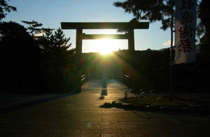 宇治橋で見る幻想的な「初日の出(日の出)」と日が昇る頃合と時間