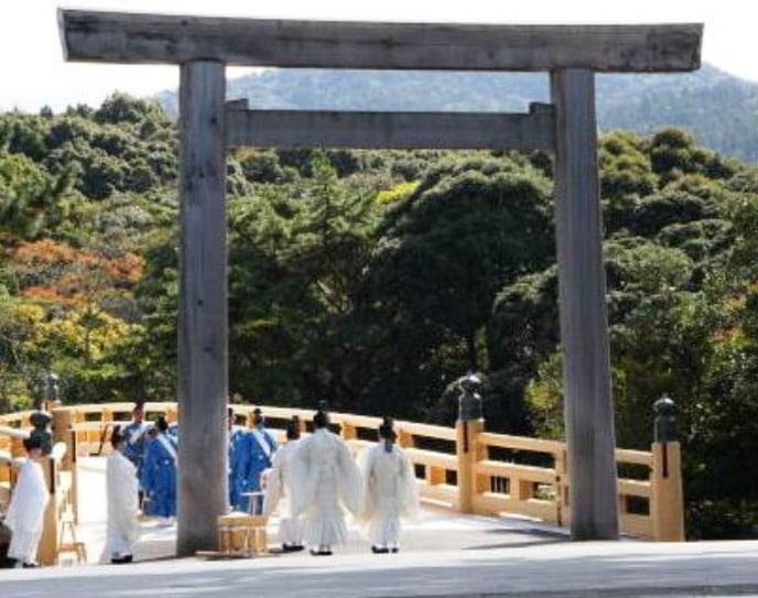 宇治橋の式年遷宮後の渡り初めの「渡始式」