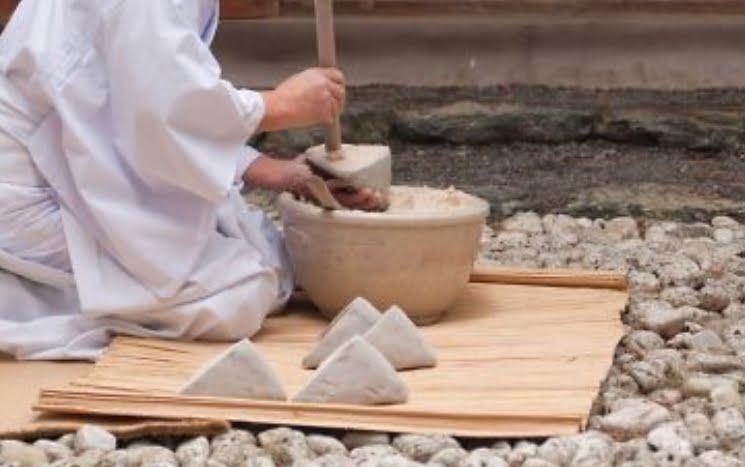 三角型の御塩の1個の重さが約800グラム