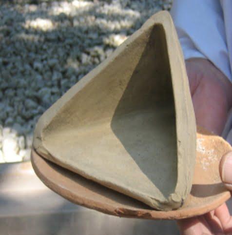 御塩殿神社の三角型の土器